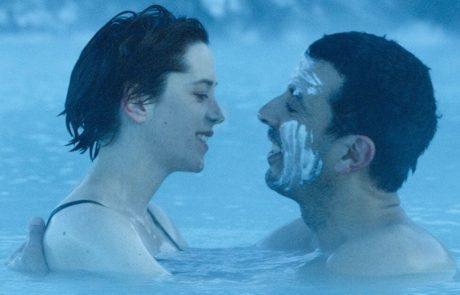 """""""אפקט המים"""" – המורה לשחיה והסטוקר, 8 פלוס בסולם אורשר.  גידי אורשר"""