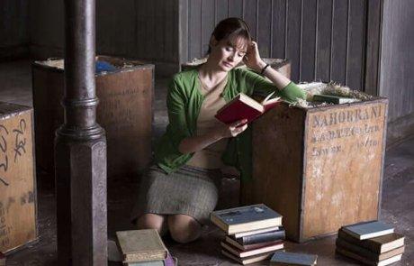 """""""חנות הספרים"""" – סרט קטן עם לב אדיר"""